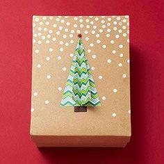 Упаковка подарков на Новый год.