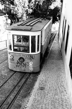 street car - Lisbon, Portugal    copyright ray j.  gadd, via 500px  #lisbon #portugal #traincar #tram #fenicular