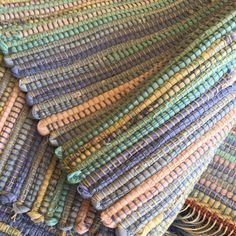 Spring sale - 15 off rugs and table runners. Weaving Art, Weaving Patterns, Crochet Patterns, Recycled Plastic Bags, Recycled Fabric, Fabric Rug, Fabric Scraps, Designer Bed Sheets, Denim Rug