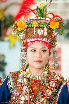 Bride: beautiful Rukai Aboriginal bride dances at her wedding, Pingtung . Taiwan, Vietnam Costume, Gifts For Photographers, Burgundy Wedding, People Of The World, Beautiful Islands, Beautiful Women, Traditional Dresses, Traditional Wedding