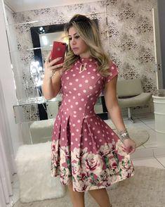 Apaixonada por esse dress estilo Ladylike. ❤️  .  .  Disponível para pedidos️  Tamanhos: P, M e G.   Enviamos para todo Brasil   Aceitamos cartões.   .  .    #modaevangelica #modafeminina #ladylike #cute #chic #princess #floribelastore #corre #poucaspeças #luxo #qualidadedeboutique Lady Like, Short Skirts, Short Sleeve Dresses, Beautiful Dresses, Ideias Fashion, Fashion Looks, Cute Outfits, Feminine, Summer Dresses