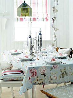 Dining table, fabrics from Stoff & Stil