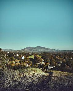 let's have some #morningwalks . keep #exploring... . #outdoors #explore #discover #hiking #california #producerlife #lifestyle #canonphotography #instaphoto #organic #naturelovers #nature #inspiration #sunshine #hills #breath #filmmaker #mountains #travelphotography #travelgram #traveler #moment #walk #exercise #sky #skylovers #skylove #landscape . Photo by: @haroldopoiret