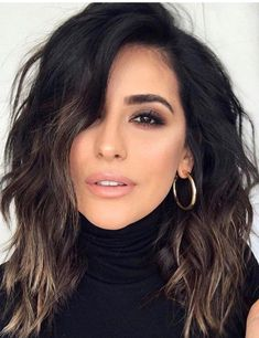 Fashionable Balayage Hair Color Ideas For Brunettes - Beauty Tips Curly Hair Styles, Medium Hair Styles, Dark Short Hair Styles, Short Black Hair, Colored Short Hair, Black Lob, Medium Black Hair, Black Hair Cuts, Haircuts For Wavy Hair