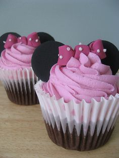 Minnie Mouse Cupcake @Kourtnie Maxwell we don't have to make them chocolate but the top half is super cute!
