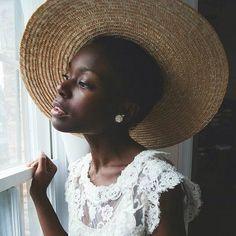 There's no surprise that there are increasing numbers of black beauty and fashion bloggers embracing their natural hair, but with the natural hair movement only recently making a resurgence t… Curly Hair Styles, Natural Hair Styles, Natural Hair Accessories, Afro Textured Hair, Style Snaps, Africa Fashion, Pretty Hairstyles, Dark Skin, Hair Goals