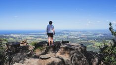 The walk to the top of Drawing Room Rocks is a perfect introduction to the Shoalhaven region, with views of the ocean, mountains and Kangaroo Valley. Cliff Edge, On A Clear Day, Hiking Photography, Drawing Room, Great View, The Rock, Grand Canyon, Robot, Berry