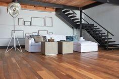 Stairs floors sofa Real Wood Floors, Hardwood Floors, Flooring For Stairs, Repurposed Wood, Wood Design, Old World, Sofa, Furniture, Home Decor