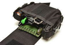 The Skinth CA (Catch All) is a carry solution for anyone who wants everything at the ready on their belt or pack.