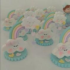 """Tudo Em Biscuit ♈ no Instagram: """"Só mimos Para festa com tema chuva de amor!!! Semana que vem tem mais! #festachuvadeamor #festainfantilsalvador #festademenina…"""" Fondant Figures, Clay Figures, Fondant Rainbow, Fun Crafts, Diy And Crafts, Lovely Tutorials, Kid Cupcakes, Rainbow Parties, Baby Shawer"""