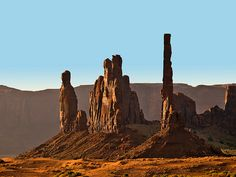 Sunrise on Pillars, Monument Valley