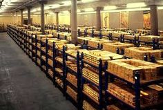 The Bank of England gold vault. Minutes reveal correspondence between Bank and g… – Bankgeschäfte Assurance Vie, Gold Bullion Bars, Silver Bullion, Gold Reserve, Bank Of England, London England, Investment Tips, Gold Money, Gold Stock