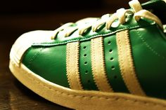I got a call from the Adidas Classic store that they have a new arrival in the form of the Adidas Superstar 80's in Green/White colorways. Just the right color for my Boston Celtics. Celtic Pride!!     shoes