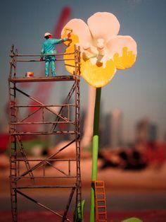 "Slinkachu - ""Natural Resources"" (closeup) Global Model Village Show Andipa Gallery London Miniature Photography, Toys Photography, Miniature Calendar, Model Village, Figure Photo, Tiny World, Tiny Dancer, People Art, Miniture Things"
