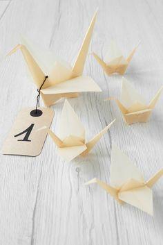 Secondo la cultura #giapponese la GRU è simbolo di longevità e buona salute! Scopriamo insieme come realizzare una piccola Gru origami e qualche idee carina per utilizzarla come decorazione per il #matrimonio #origami #nozze #sposi #matrimoniofaidate #ideenozze #faidate