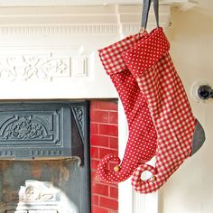 Christmas Elf Stocking. I want to make myself one of these!