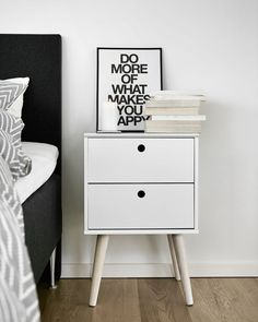 Nightstand Ideas, get ideas for dressing up bedroom nightstands or building your own. bedside tables DIY creative and unique Retro Bedside Tables, Bedside Table Design, Ikea Co, Decor Room, Bedroom Decor, Bedroom Night Stands, Room Interior Design, Deco Table, Home Decor Furniture