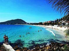 Praia de Bombinhas em Bombinhas, SC