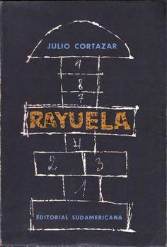 Es un libro que nunca acabo de entender del todo, pero que me gusta a pesar de eso. Cortázar crea un universo propio lleno de personajes complicados unidos por nexos inexplicables. Horacio Oliveira argentino nostálgico...
