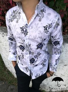 Camisa Blanca de Flores Marino corte Slim Fit por Moon & Rain en México Stylish Shirts, Casual Shirts, African Men Fashion, Mens Fashion Suits, Winter Fashion Outfits, Collar Shirts, Printed Shirts, Shirt Style, Menswear