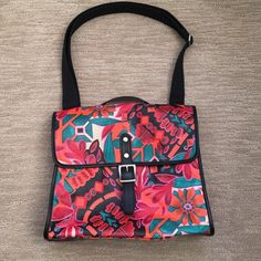 """FOSSIL FLORAL OILCLOTH CROSS BODY MESSENGER BAG Fossil multicolored floral design oilcloth cross body bag with a large zipper pocket in the inside and two open pockets. Exterior large zipper pocket on the back. Brown fabric top handle and a cross body strap. Great condition like new. Measures 12"""" wide by 10"""" tall x 4"""" deep. Great for tablet and essential ! Fossil Bags Crossbody Bags"""