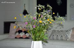 Koti Aurorassa. Livingroom. Wildflowers. Summerflowers. Kannustalo.