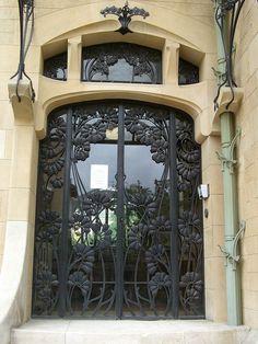 Villa Majorelle ou Villa Jika, 1 rue Louis Majorelle, Nancy (54) – Architecte Henri Sauvage assisté de Lucien Weissenburger, 1902 by Yvette Gauthier, via Flickr
