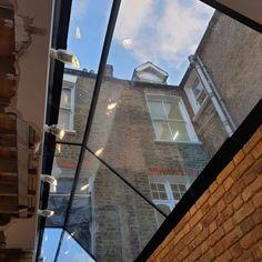Frameless Glass Window Seats and Vertical Frameless Glass Windows · Folding Sliding Doors Window Seat Kitchen, Window Seats, Sliding Glass Door, Sliding Doors, Bay Window Exterior, Victorian Terrace, Victorian Kitchen, Roof Extension, Side Return
