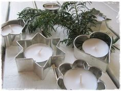 Cookie cutters as candle holders. Great idea for your Christmas table setting. Christmas Is Coming, Christmas And New Year, All Things Christmas, Winter Christmas, Christmas Lights, Christmas Holidays, Christmas Crafts, Christmas Ornaments, Christmas Candles