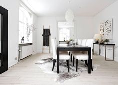 Carpet under dining table? How to choose size, material and colors - carpet Carpet Decor, Home Carpet, Best Carpet, Diy Carpet, Carpet Ideas, Carpet Dining Room, Bedroom Carpet, Brown Carpet, Carpet Colors