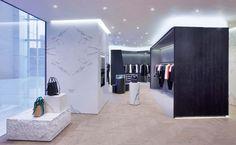 Черно-белое оформление бутика