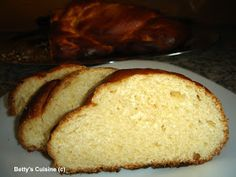 Betty's Cuisine: Τσουρέκι πολίτικο Greek Sweets, Greek Desserts, Greek Recipes, Sweets Recipes, Easter Recipes, Greek Easter Bread, Low Calorie Cake, Bread Cake, Creative Cakes