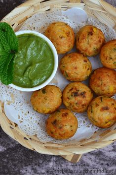 No-Fry Vermicelli Pakodas/Fritters Healthy Indian Snacks, Vegan Indian Recipes, North Indian Recipes, Vegetarian Snacks, Vegan Foods, Healthy Lunches, Healthy Food, Cooking Bacon, Cooking Recipes