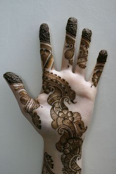 henna - not the fingers but the detail on the hand is very cool