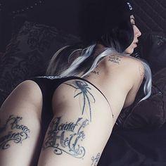 50+ Creative Hip Tattoo Designs For Women - Gravetics