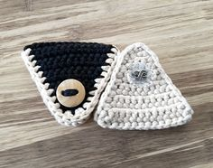 Crochet Cord Holder Headphone Organizer by LittleKnittedThing Crochet Cord, Crochet Stitches, Crochet Patterns, Yarn Projects, Crochet Projects, Wooly Bully, Cord Holder, Crochet For Beginners, Crochet Gifts