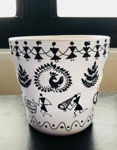Warli art pot for plants Worli Painting, Wall Painting Decor, Bottle Painting, Ceramic Painting, Bottle Art, Bottle Crafts, Fabric Painting, Painted Flower Pots, Painted Pots