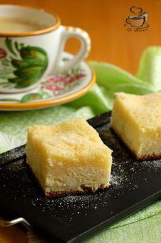 La Ancuţa: Prajitura cu branza dulce si iaurt Cornbread, Cheesecake, Ethnic Recipes, Desserts, Food, Millet Bread, Tailgate Desserts, Deserts, Cheesecakes