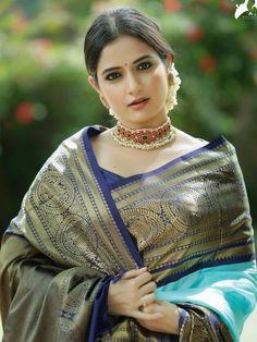 Beautiful Girl In India, Beautiful Women Over 40, Beautiful Girl Photo, Most Beautiful Indian Actress, Beautiful Actresses, Beauty Full Girl, Beauty Women, Saree Photoshoot, Fashion Photography Poses