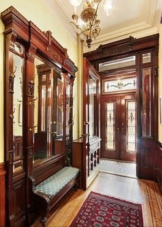 Home interior decorations is one all about making your house into a home. With colors, style, theme, furnishings and different decor elements a house gets its character. Starting with the living room right to the bathroom, home interior decorations looks Victorian Interiors, Victorian Decor, Victorian Architecture, Victorian Homes, Interior Architecture, Classical Architecture, Victorian Hall, Brownstone Interiors, Townhouse