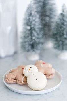A Holiday S'mores Party - Sugar & Cloth - Sugar & Cloth Noel Christmas, Merry Little Christmas, Christmas Desserts, Christmas Baking, Christmas Treats, Holiday Treats, Winter Christmas, Christmas Cookies, Holiday Recipes
