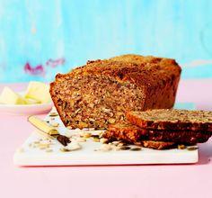 Todellinen voimapakkaus: tuhti siemenleipä on täysin jauhoton Best Low Carb Recipes, Banana Bread, Delish, Good Food, Food And Drink, Baking, Desserts, Drinks, Tailgate Desserts