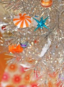 How About Orange: DIY striped paper ornament. Great idea!