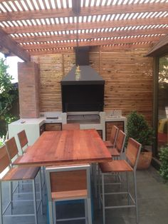 #ampliate #quinchos #asado #terraza #constructora #stgochile #diseño Metal Barn Homes, Metal Building Homes, Pole Barn Homes, Building A House, Modern Patio Design, Terrace Design, Outdoor Kitchen Patio, Outdoor Kitchen Design, Parrilla Exterior