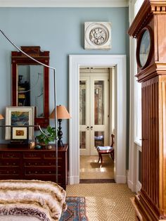 mirrored closet doors, antiques, mirror over dresser Hippie Stil, Antique Dining Tables, New York City Apartment, City Apartments, New York Homes, Home And Deco, One Bedroom, Bedroom Eyes, Master Bedrooms