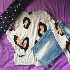 NEW LISTING Leopard Print Sweater Super soft! Very gently worn condition. Can easily be dressed up or down. I usually wear a small and this fits me well, but it would look great on XS too. Thanks for shopping my closet  The Limited Sweaters Crew & Scoop Necks