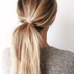 Now this is the kind of ponytail we want to master! A couple taps of @oneloveorganics Healthy Locks Dry Shampoo would make our hair world go around!  #hairgamestrong (photo via Pinterest) by levertbeauty