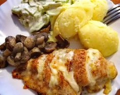 PIERŚ Z KURCZAKA FASZEROWANA PIECZARKAMI - Jemy i nie tyjemy. Kuchnia według Sylwii Recipe Images, Baked Potato, Feta, Mozzarella, Recipies, Food And Drink, Chicken, Dinner, Cooking