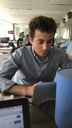 """Martin Weill on Twitter: """".@YeyeLiquini est dans @Qofficiel ce soir. Concentration maximale au bureau... https://t.co/7kKsr0rflF"""""""