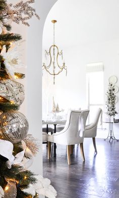 Looking for a Christmas Home Tour that will offer inspiration for nearly every room in your home? Welcome to Decor Gold Designs' Christmas Home Tour! Decor, Christmas Home, Dinner Table Decor, Elegant Homes, Holiday Interior, Home Decorators Collection, Home Decor, Home Deco, Blogger Decor